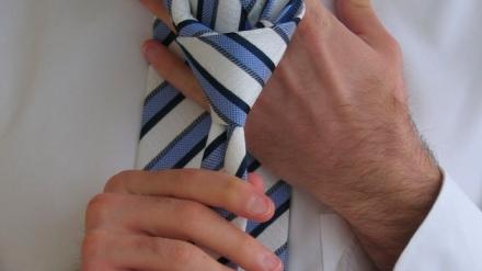 ¿Cómo hacer el nudo de la corbata perfectamente?