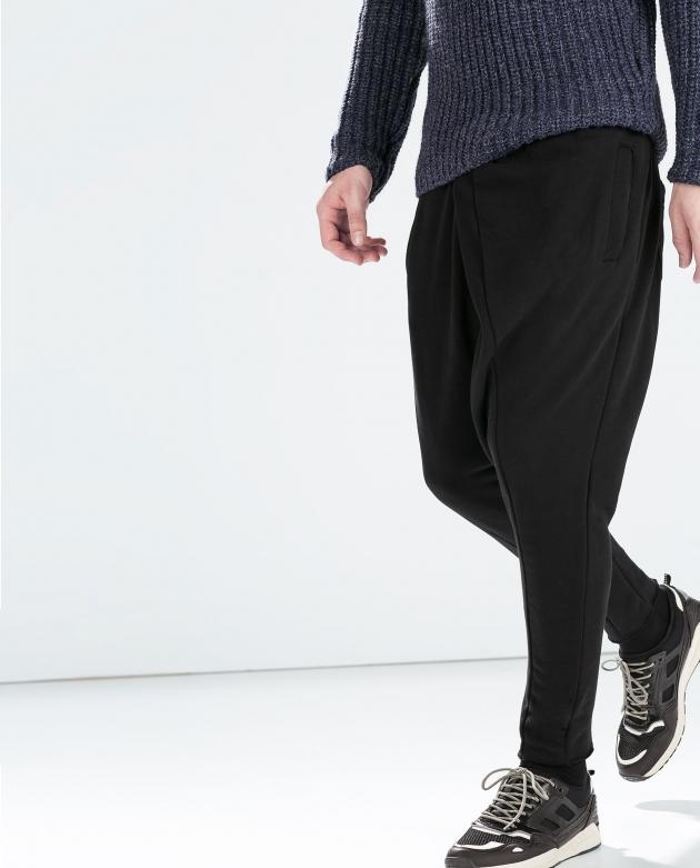 Look informal con pantalones baggy