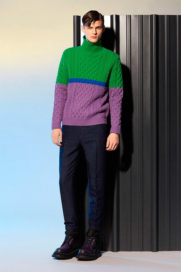 Suéter cuello vuelto tricolor