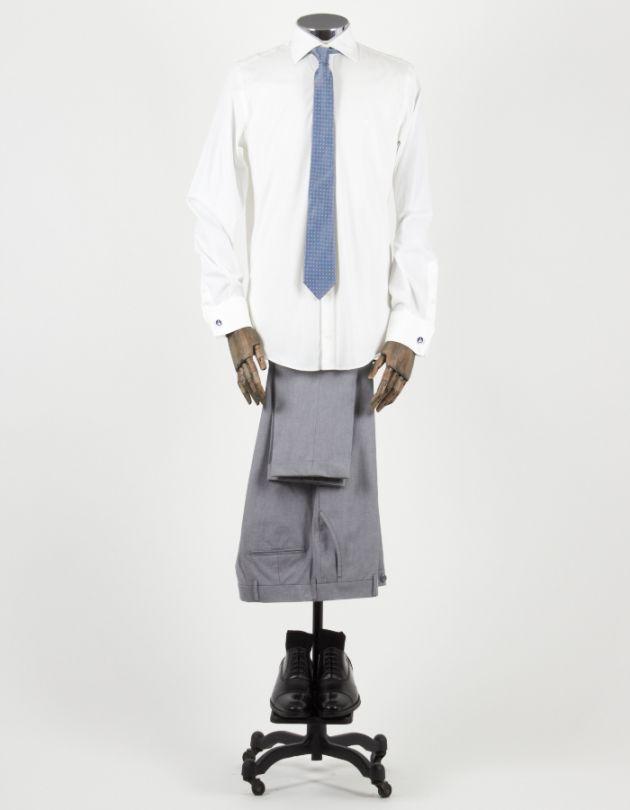 Cómo combinar una camisa blanca con zapatos formales