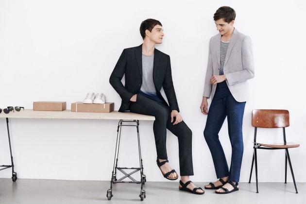 Cómo combinar unas sandalias de hombre