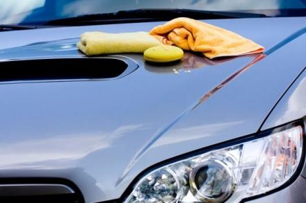 Cómo encerar el coche tú mismo