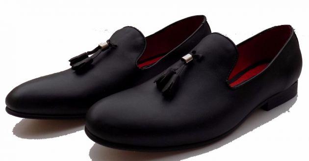 08c61be6 En este caso, el calzado ha pasado de ser un tipo de zapatilla de estar en  casa, a un zapato de alta calidad.